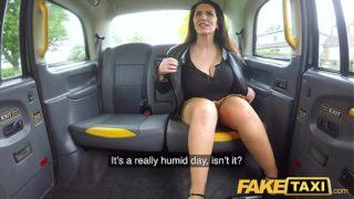 delicioso sexo duro en el taxi