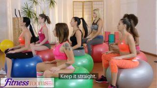 sexo lesbico hacen del yoga una verdadera zona relax